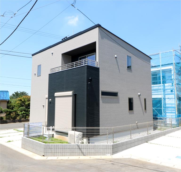 収納スペース充実の家~屋根付きのインナーバルコニー付き~