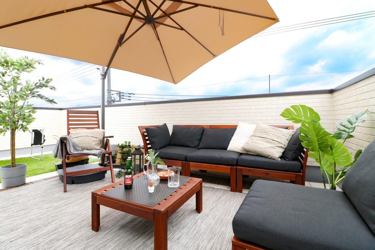 屋上での過ごし方は自由自在!スカイバルコニーのある家